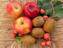 Jabłka i kiwi Obrazy Stock