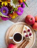 Jabłka i kulebiak Zdjęcia Royalty Free