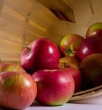 jabłka koszykowi Fotografia Royalty Free