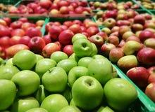 Jabłka na rynku Fotografia Royalty Free