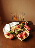 Jabłka na stole 3 Zdjęcia Royalty Free