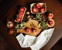 Jabłka na stole 3 Obrazy Royalty Free