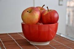 Jabłka w pucharze Fotografia Royalty Free