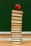 jabłko - zielona wiedza Zdjęcie Royalty Free