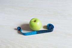 jabłko - zielony pomiar Zdjęcia Royalty Free