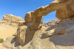 Jabal Umm Fruth Bridge in Wadi Rum Fotografie Stock Libere da Diritti
