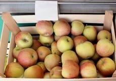 Jabłko skrzynka Zdjęcia Royalty Free