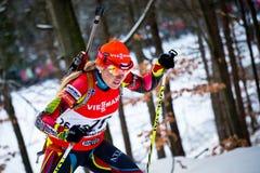 JABLONEC NAD NISOU, REPÚBLICA CHECA - 22 DE MARZO: El biathlete checo Gabriela Soukalova sube la colina durante el Biathlon checo  Fotografía de archivo libre de regalías