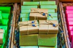 Jabones hechos a mano naturales turcos de la fruta en venta fotografía de archivo