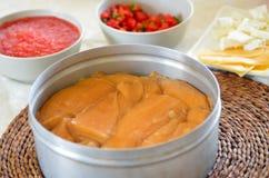 Jachnun, pasticceria ebrea yemenita è servito sulla mattina di Shabbat Immagini Stock Libere da Diritti