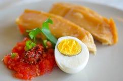 Jachnun, pasticceria ebrea yemenita è servito sulla mattina di Shabbat Fotografie Stock Libere da Diritti