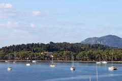 Jachtów i żaglówek Garitsa zatoki Corfu wyspa Zdjęcia Royalty Free