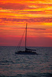 Jacht bij Zonsondergang Stock Afbeelding