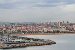 Jacht-club en stad in November-ochtend Valencia, Spanje Stock Fotografie