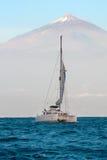 Jacht in de oceaan Stock Foto's