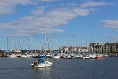 Jacht die in Tayport-haven, Fife, Schotland aankomen Stock Foto