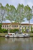 Jacht in het kanaal DE Jonction in Salleles D ` Aude Royalty-vrije Stock Foto's