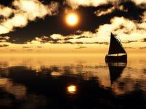 Jacht in het overzees bij zonsondergang Royalty-vrije Stock Foto
