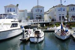 Jacht i Dwa łodzi motorowa Zdjęcia Royalty Free
