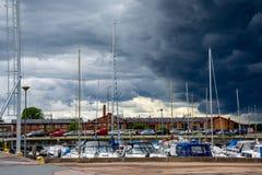 Jacht of motorboot bij haven Stock Foto