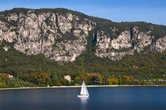 Jacht na Jeziornym Gardzie Włochy Obraz Royalty Free