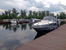 jacht na molu Zdjęcie Royalty Free
