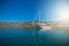 Jacht na zatoce Obrazy Stock