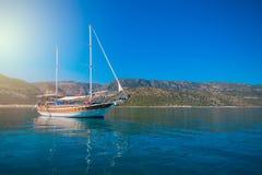 Jacht na zatoce Fotografia Stock