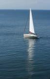 Jacht op zee stock foto