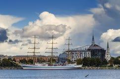 Jacht przy żołnierz piechoty morskiej portem Riga, Latvia Zdjęcia Stock