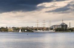 Jacht przy żołnierz piechoty morskiej portem Riga, Latvia Fotografia Stock