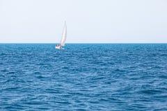 Jacht przy morzem Obrazy Royalty Free