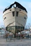 Jacht przy stocznią dla utrzymania Zdjęcie Stock