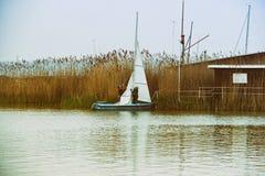 Jacht Ukrywający Fotografia Stock