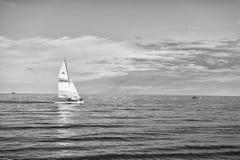 Jacht of varende bootzeilen royalty-vrije stock fotografie