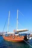 Jacht w Agios Nikolaos schronieniu, Crete Obrazy Royalty Free