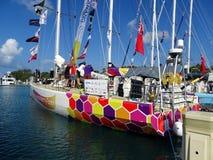 Jacht w Airlie plaży Marina partway przez 2015-16 cążki Round th Fotografia Royalty Free