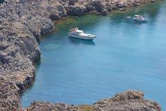 Jacht w lagunie Zdjęcia Royalty Free