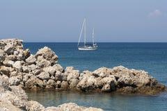Jacht w Mandraki Zdjęcia Stock