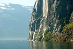 Jacht w Norweskim fjord Obrazy Royalty Free