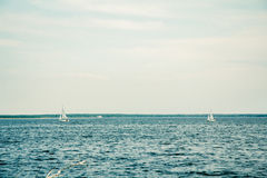 Jacht, wiatr, słońce i woda, Zdjęcia Stock