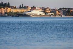 Jacht zakotwiczający w Rovinj Fotografia Royalty Free