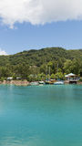 Jachten bij het mooie strand, Seychellen Stock Fotografie