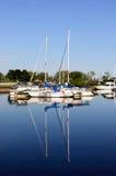Jachten bij Jachthaven op een de zomerdag die worden vastgelegd. Royalty-vrije Stock Foto