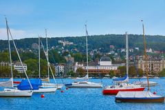 Jachten bij Meer Zürich worden vastgelegd dat royalty-vrije stock foto's