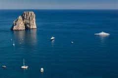 Jachten in Capri stock afbeeldingen
