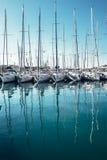 Jachten in de baaidokken bij Trogir-stad, Dalmatië, Kroatië Royalty-vrije Stock Foto