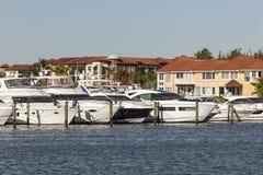 Jachten in de jachthaven van Napels, Florida Stock Afbeeldingen