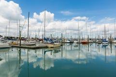 Jachten en boten in de haven Auckland Nieuw Zeeland Stock Afbeelding