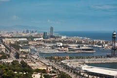 Jachten en zeilboten in de Haven Vell van Barcelona worden vastgelegd dat stock afbeelding